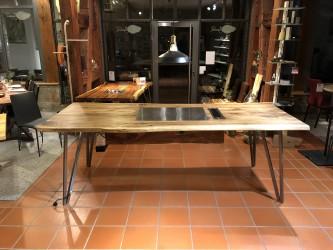 Tisch aus Walnuss (europäisch)